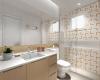 banheiro com revestimento amarelo da Lurca