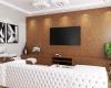 sala de tv painel em madeira sofas em couro branco