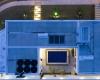 foto aerea noturna é possivel perceber a iluminação da casa e da área da piscina além dos detalhes do telhado
