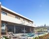 vista piscina e fachada lateral casa contemporânea em Jundiaí